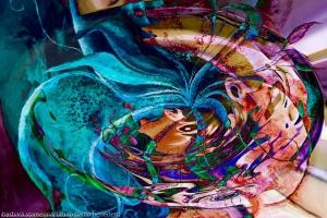 turbinio astratto colorato: immagine con vortice di colori screziati con turbinio di oggetti e forme astratte