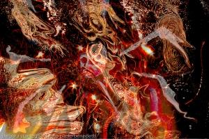 universo astratto turbinante: turbinii di fiamme e forme astratte concentriche con testa centrale su sfondo nero