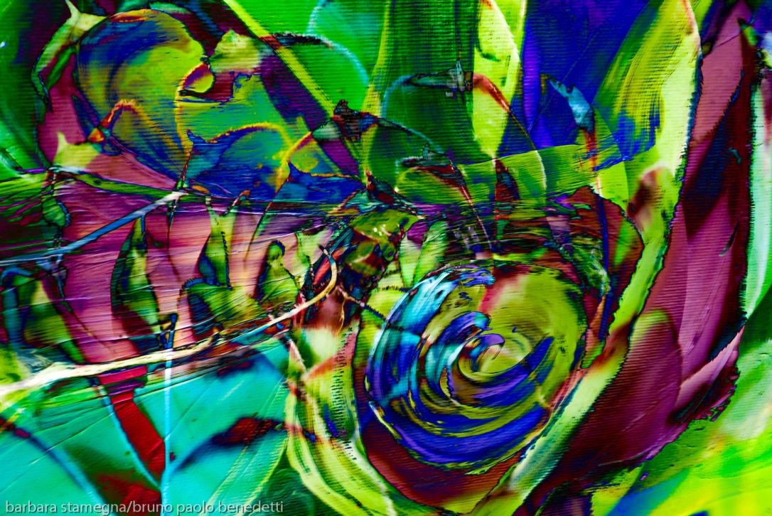 composizione con turbinio verde e fuchsia di forme astratte