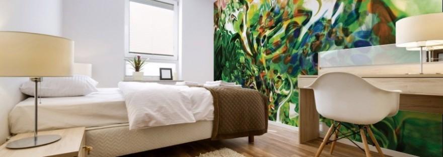 stampa murale astratta di alta qualità creazione di BBS Arte in dominante di colore verde ambientata su una parete di camera da letto