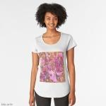 t-shirt collo largo con fantasia astratta di fiori dal colore rosa e arancione
