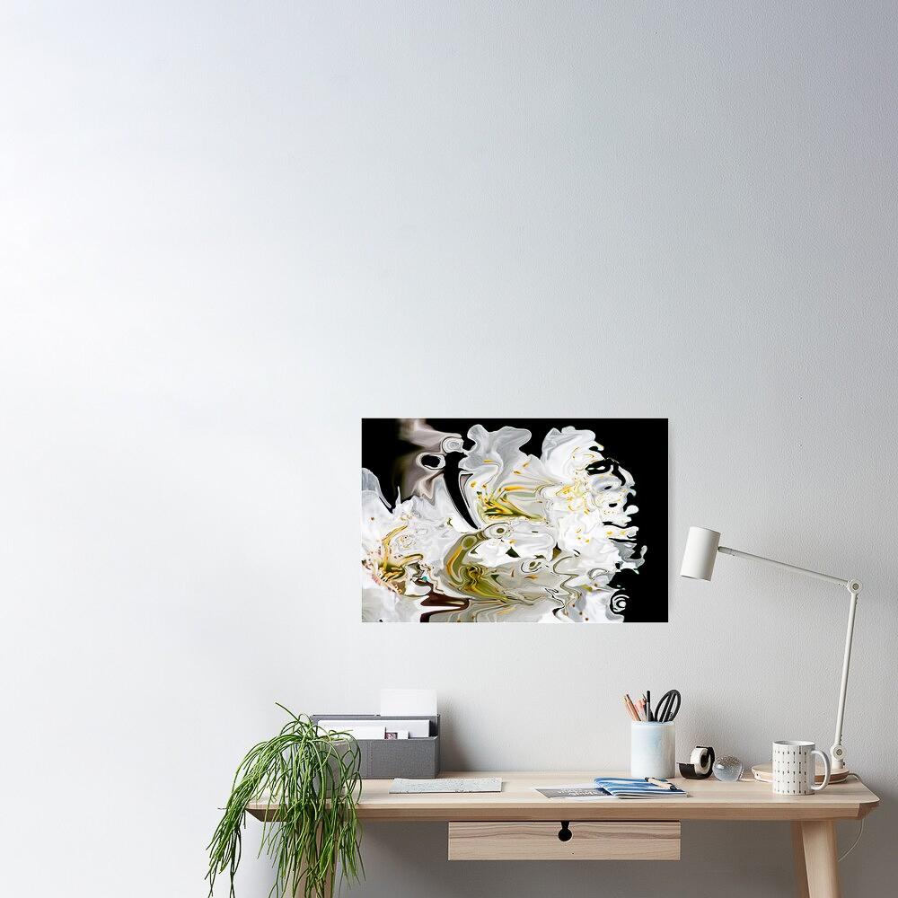 poster con tema astratto dai colori fluidi con contrasti di bianco e nero e sfumature di giallo su parete con scrivania