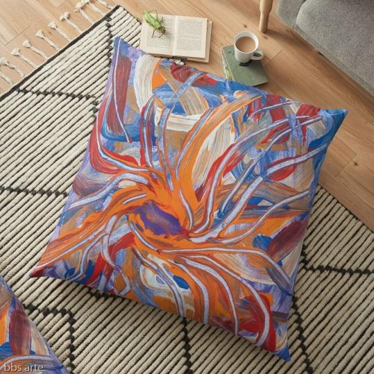 cuscino da pavimento con tema astratto di forme confluenti dai toni di lilla, arancione, rosso e blu