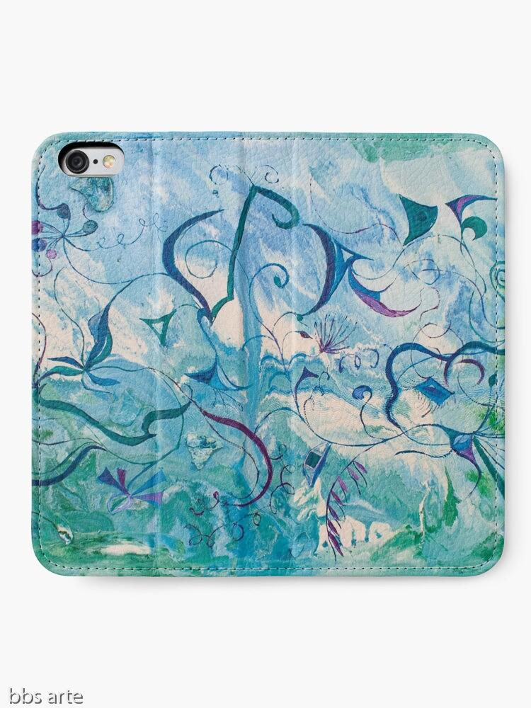 custodia portafoglio per iPhone aperta con tema astratto e delicato di impressioni d'oriente, in tonalità di blu e verde con forme fluttuanti