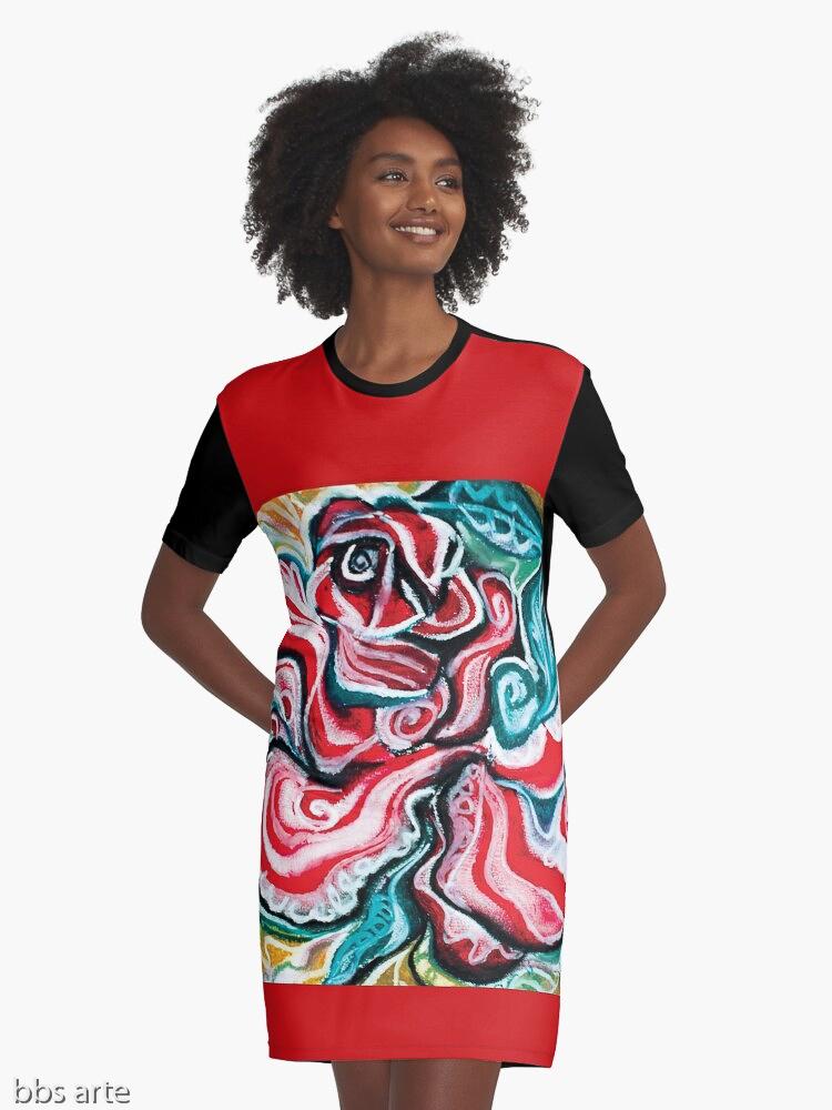 abito da donna modello t shirt con design natalizio astratto in toni di rosso, verde, bianco, nero e giallo